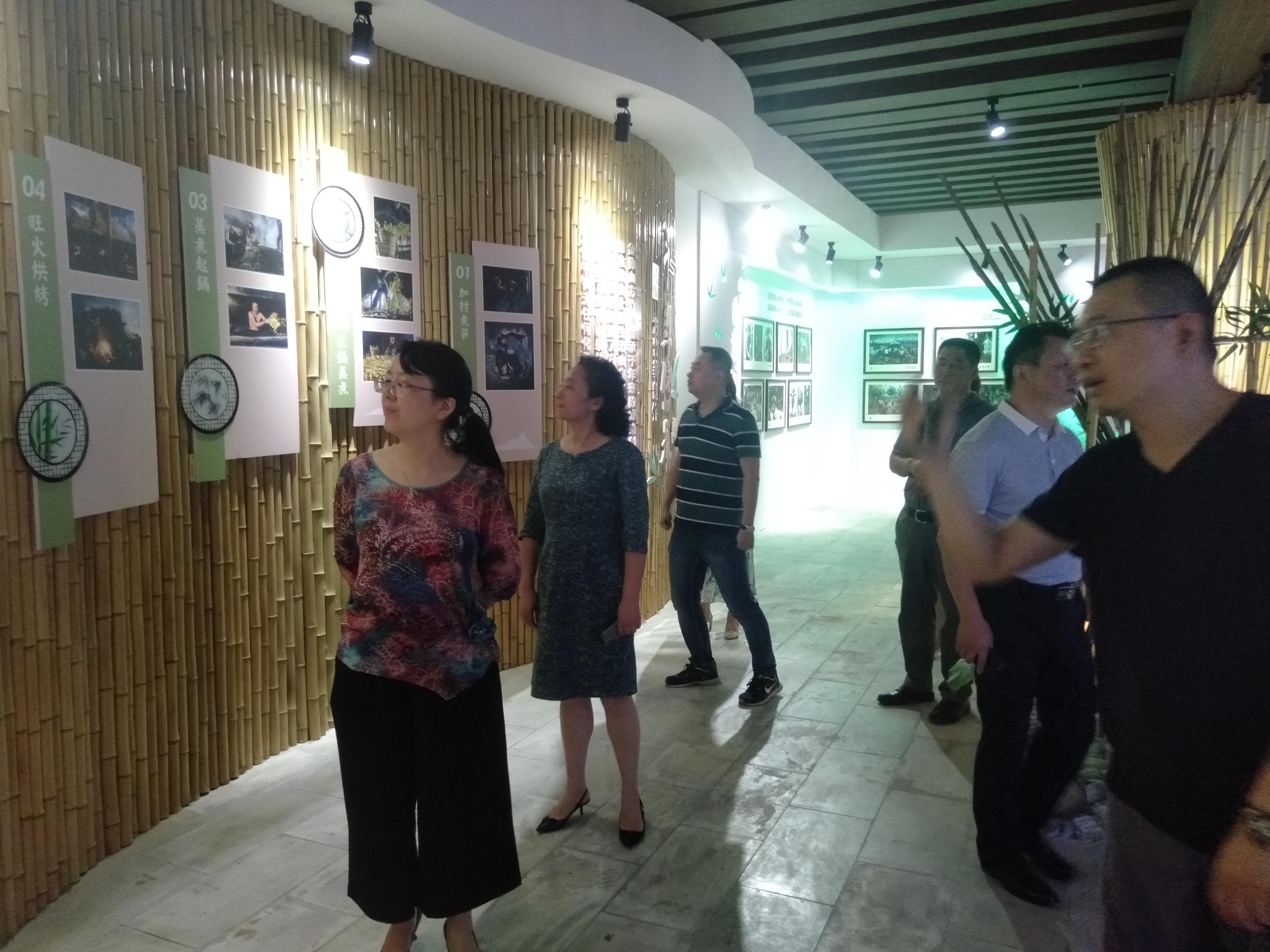 重庆市监狱局副局长及南川区副区长康平一行莅临特珍食品